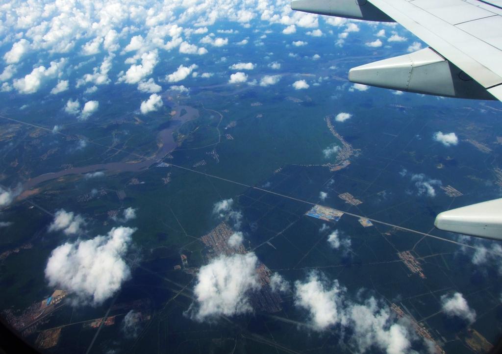 《飞机舷窗拍神州》