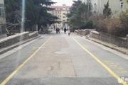 青岛四方实验小区消防通道 变身停车场 谁给的权利