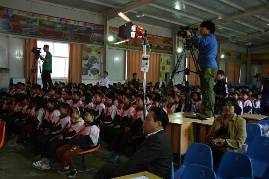 戏园 栏目组在单县希望中学拍摄现场掠图片