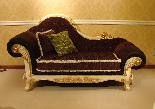 简单的石膏线和壁纸加上欧式家具就可以营造纯正的