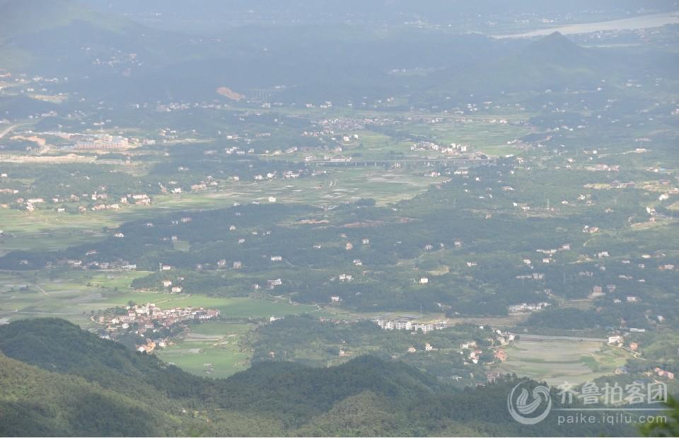 从山上俯视的南岳区 恨美丽的一个小城.jpg
