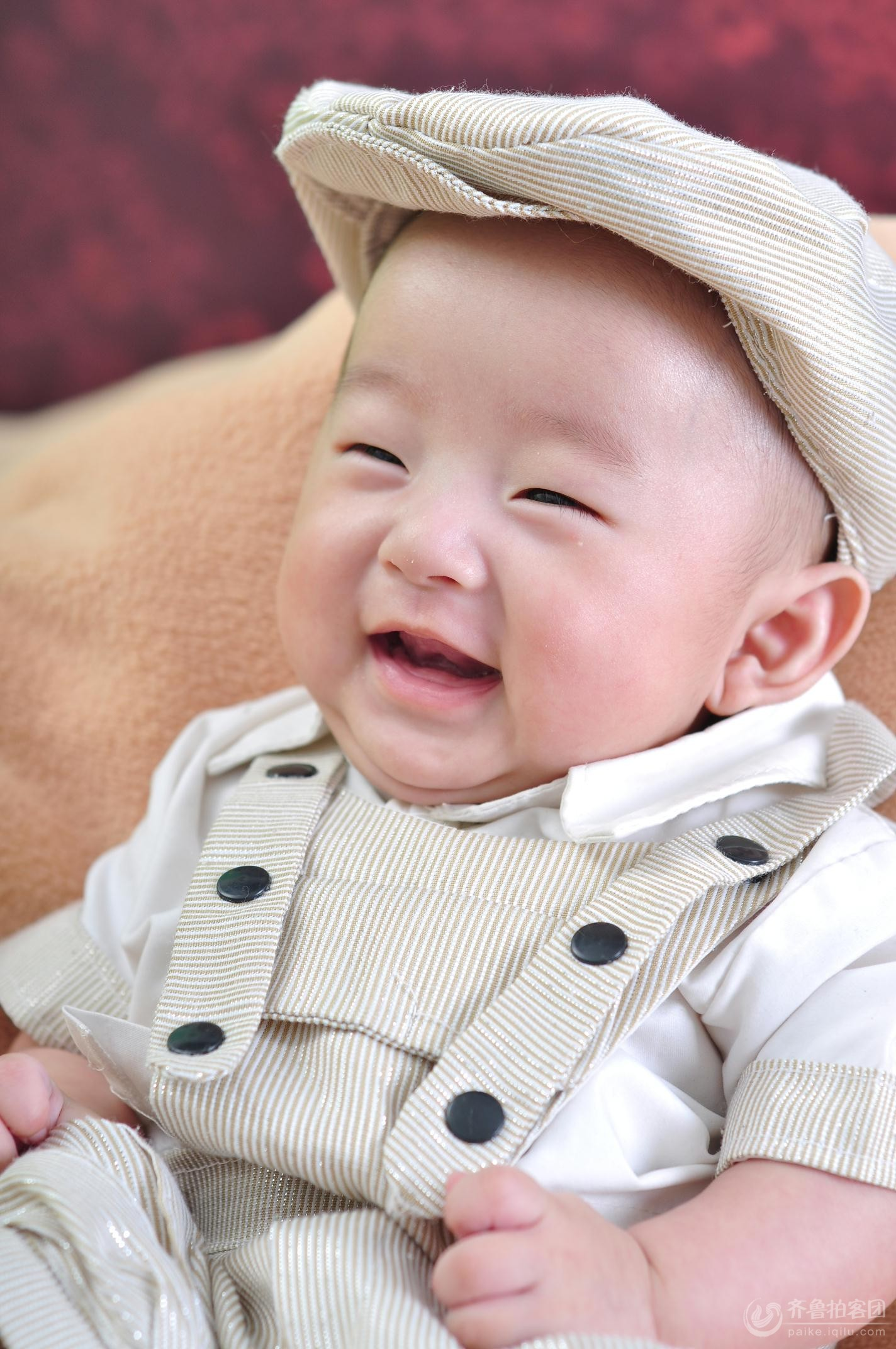 可爱的小孩的照片要笑脸的