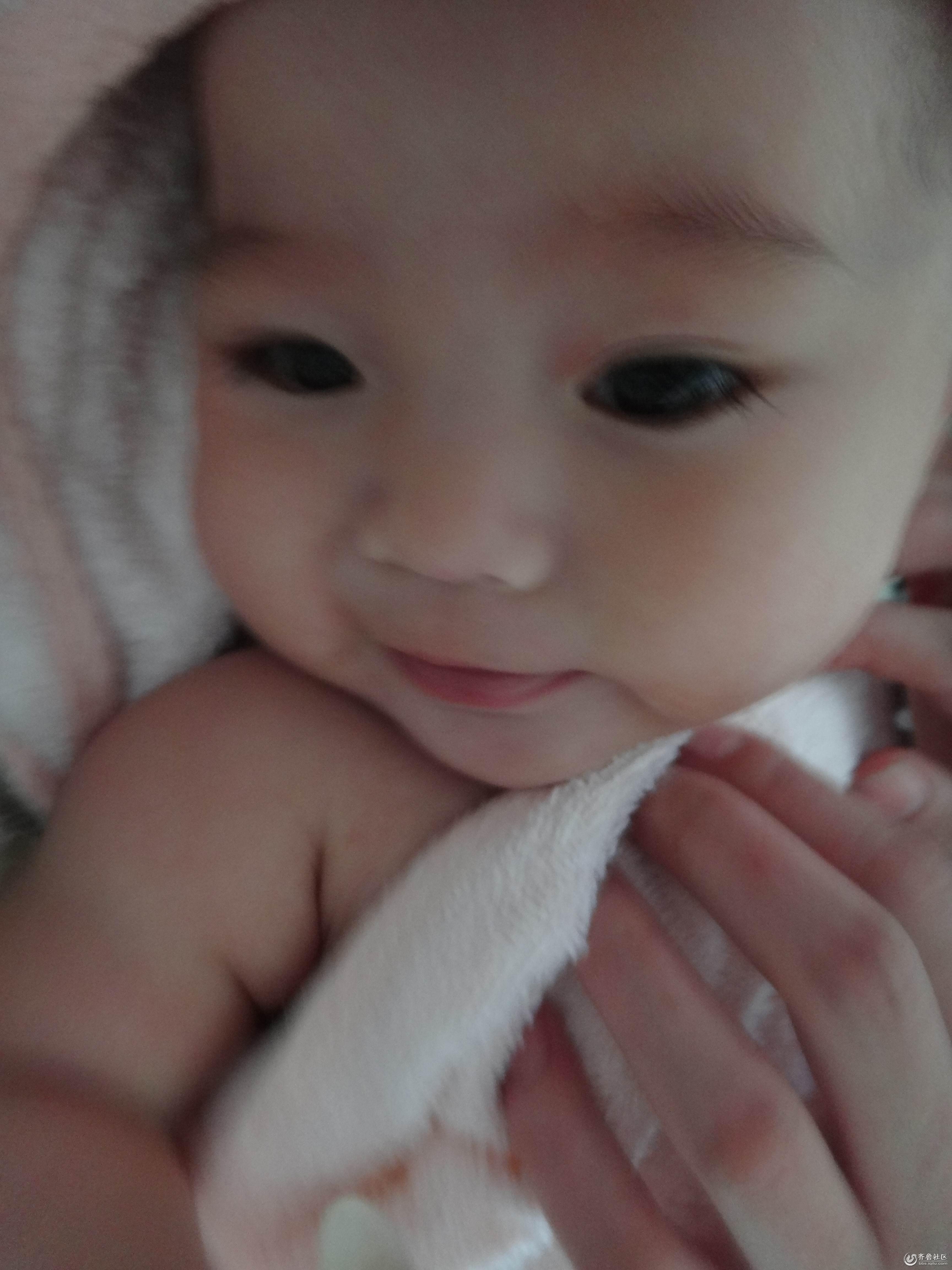 刚出生可爱婴儿图片