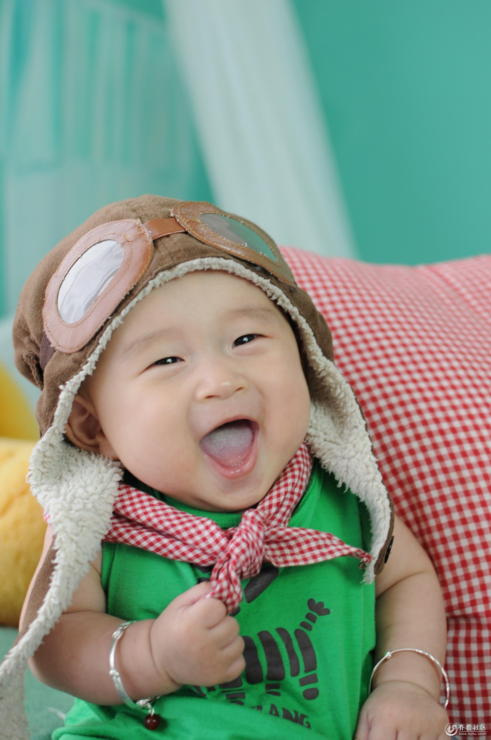 小孩笑脸图片可爱