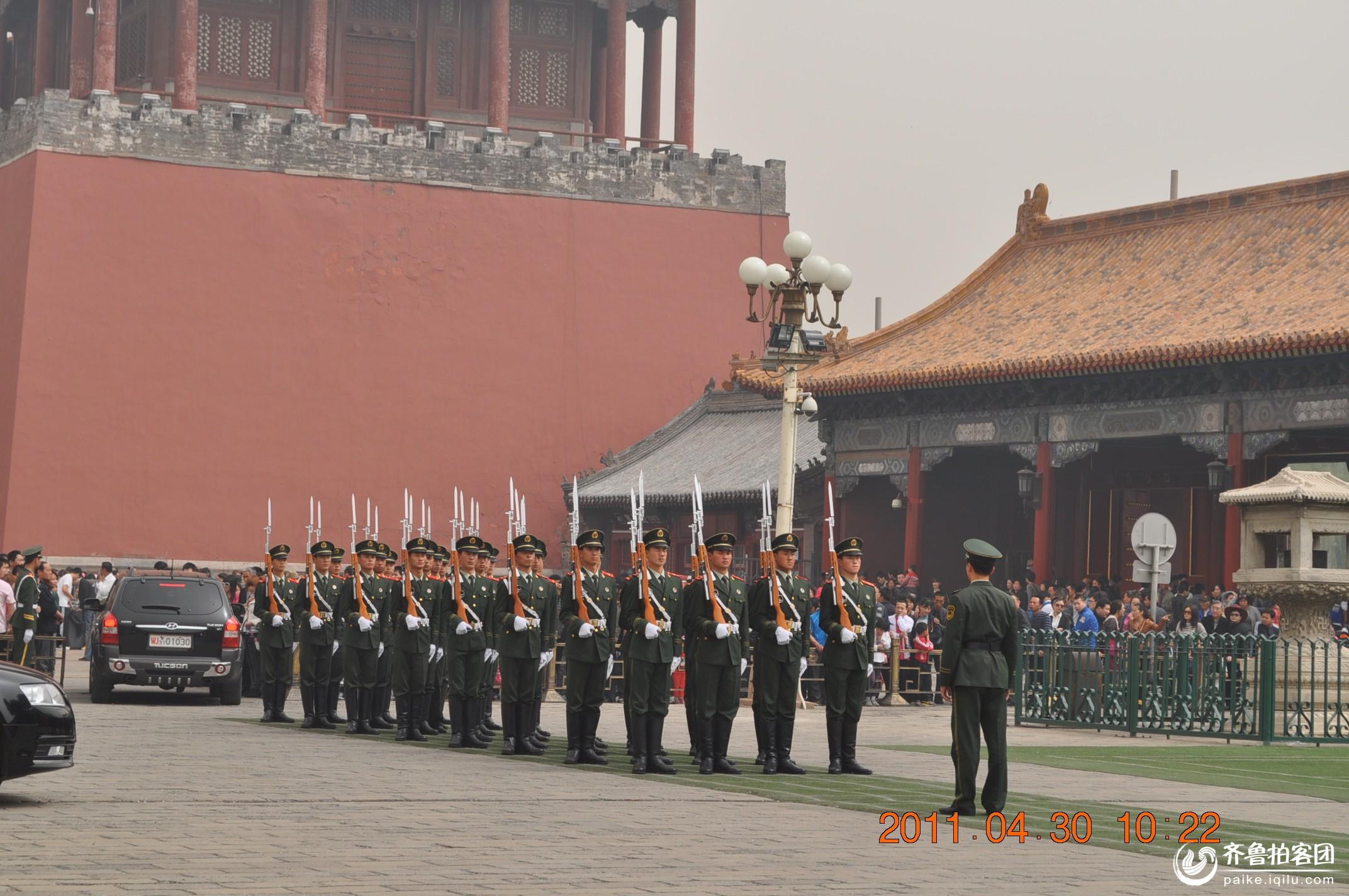 看天安门国旗护卫队出操 高清图片