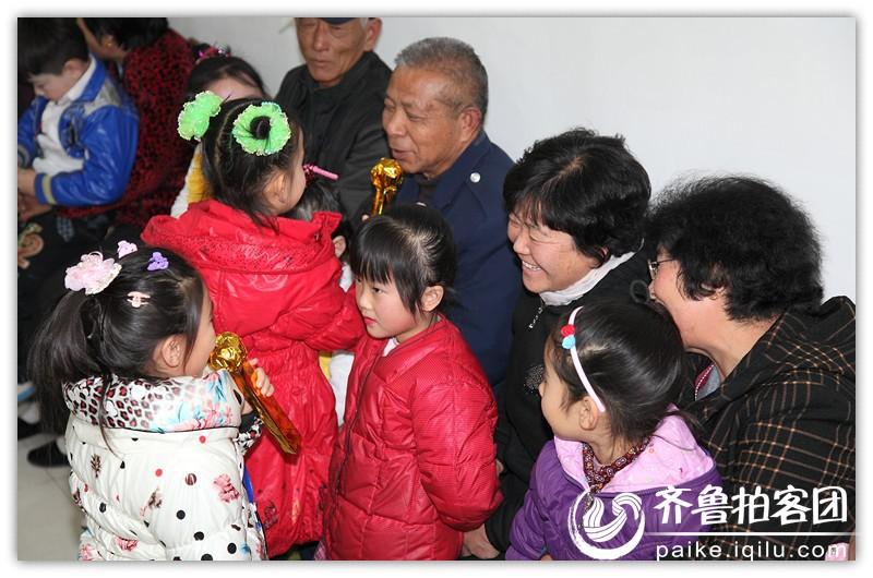 """安丘兴华学校幼儿园举办""""感恩爷爷奶奶""""亲子活动"""