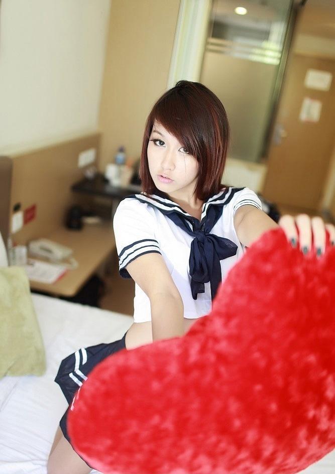 清纯学生妹迷人制服写真