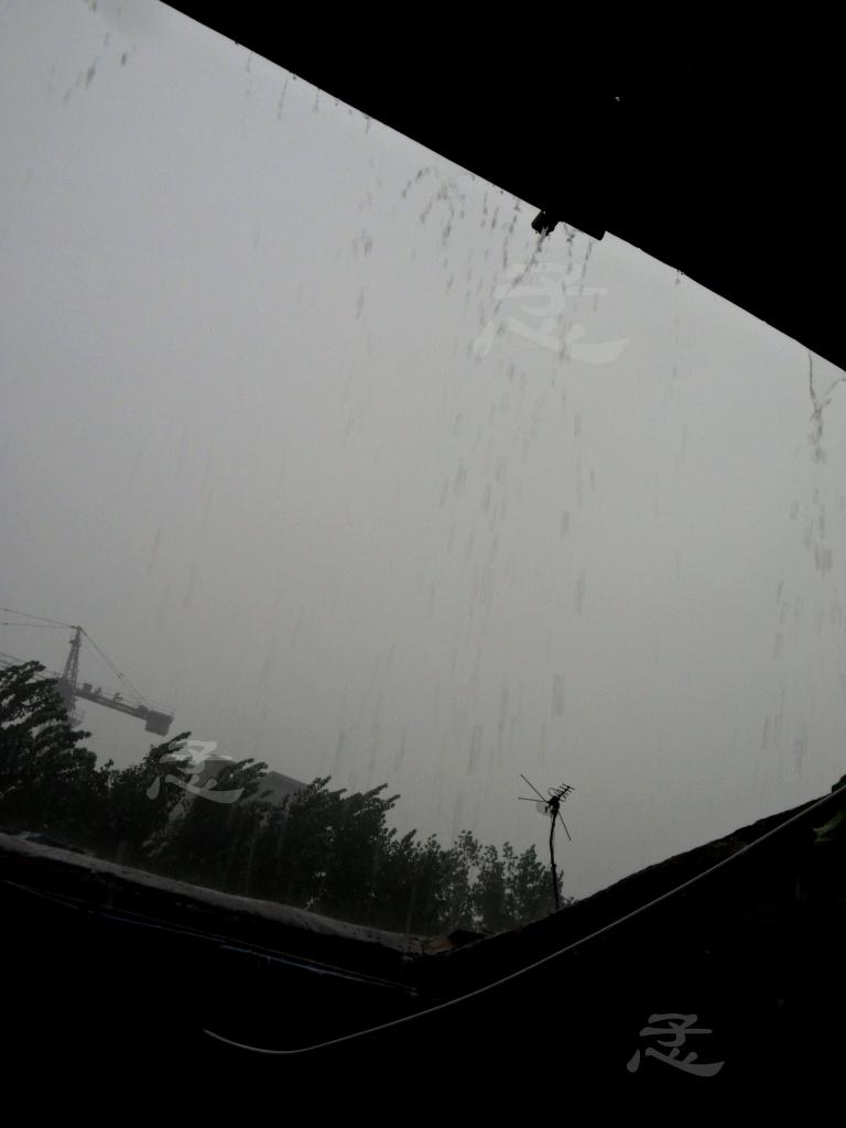 字雨季二十岁 男生伤感图片带字雨季 唯美雨季带字图-18八岁那年的