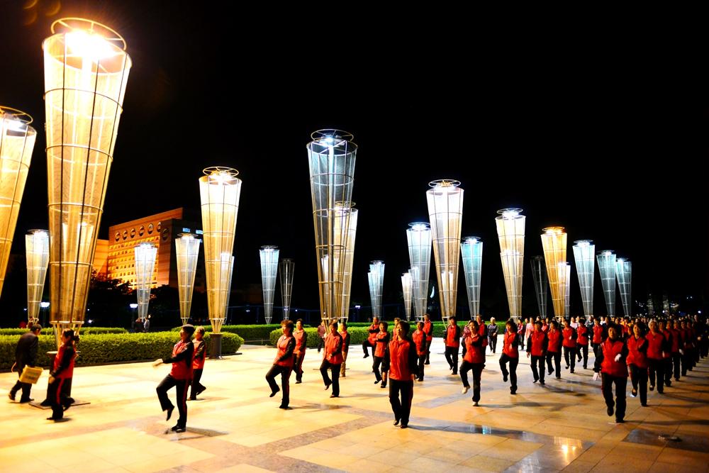 《生命赞歌》东营河口黄河广场 一道靓丽的风景线