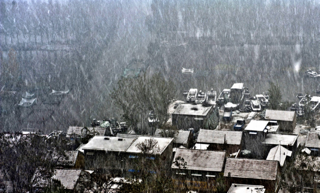 A雪浴渔村-徐炳书摄(微湖徐风):三等奖.jpg