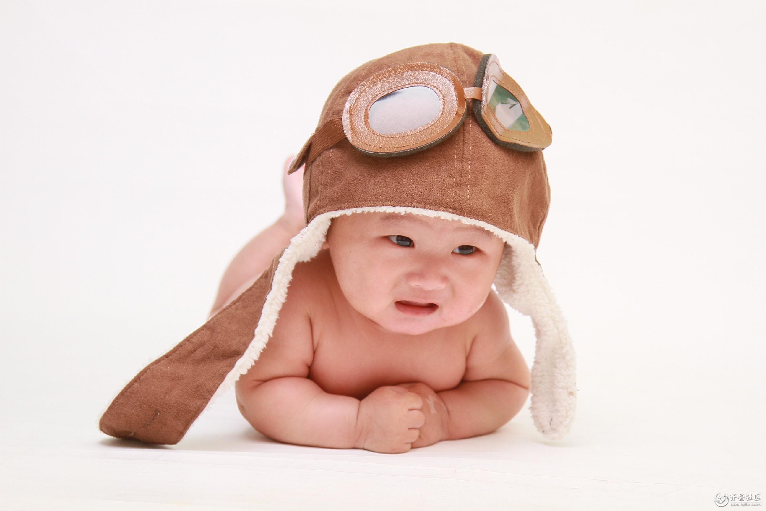 活泼可爱的孟宇辰,我是小小飞行员.