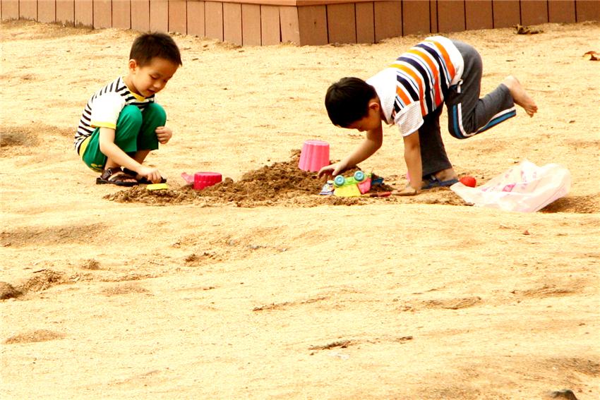 """【参赛】""""儿童""""网络摄影比赛《沙滩趣事》(组照)"""
