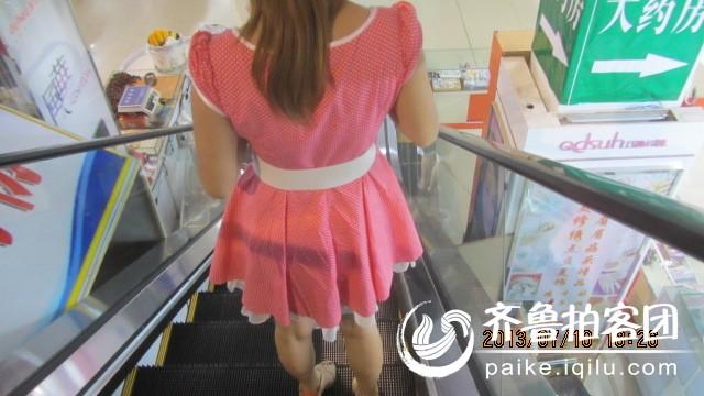 电梯美女的裙子很漂亮记录下