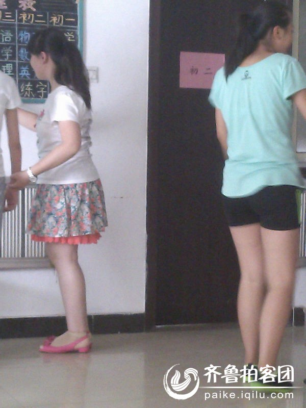 几个女孩比比鞋 济宁拍客 齐鲁