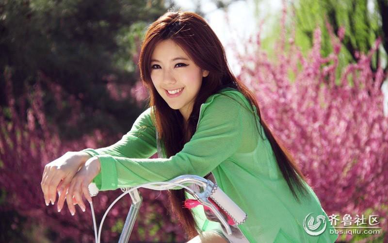 清纯可爱美女图片 花田唯美写真 校园美女