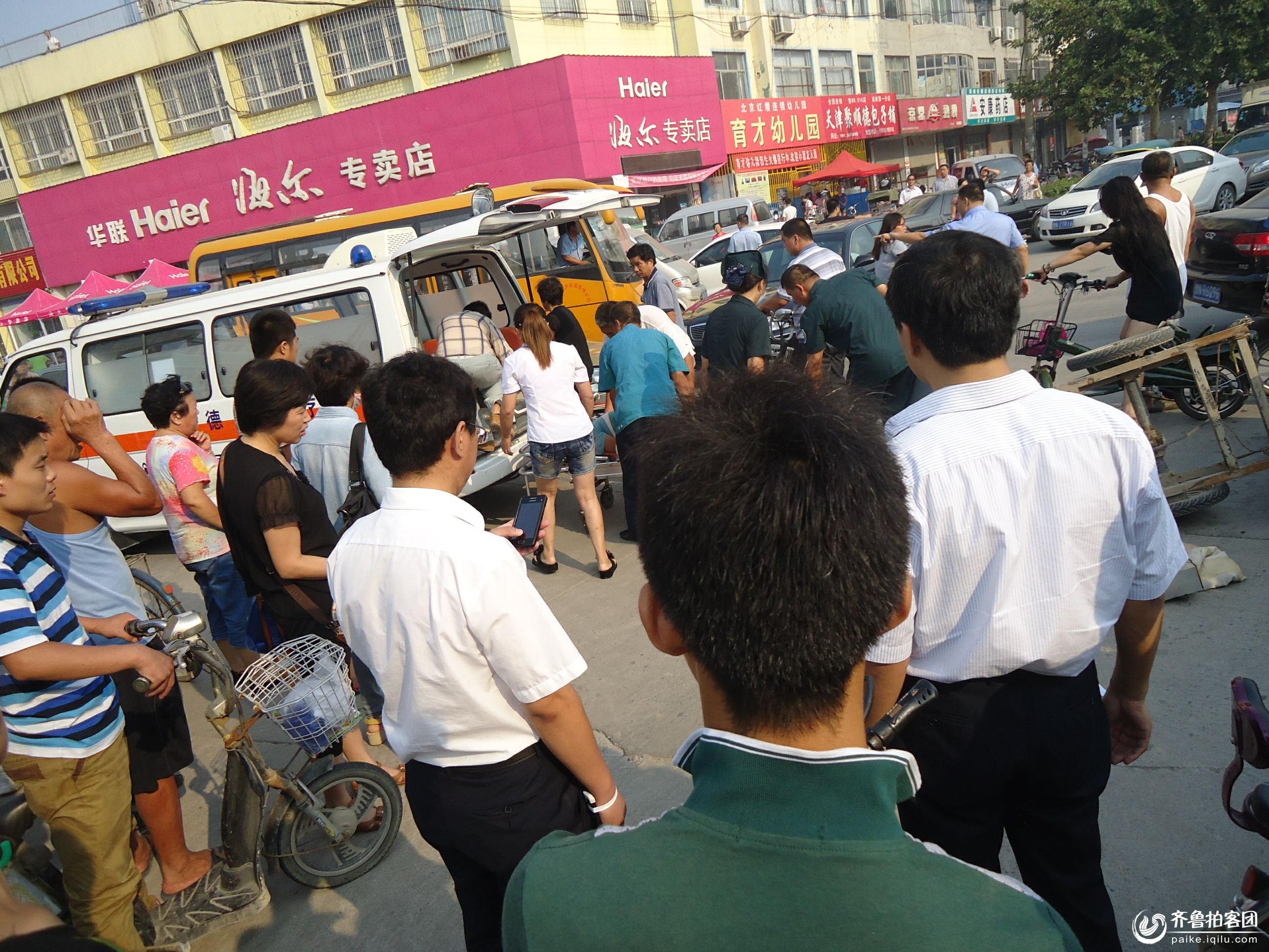 禹城建设路中段车祸现场高清图片