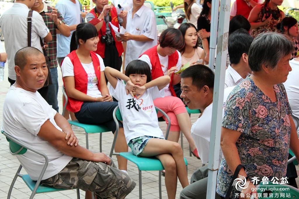 齐鲁公益昌乐志愿者协会周年庆暨捐助贫困大学生活动