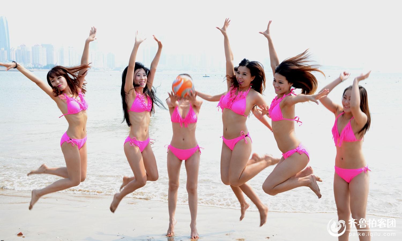 美女助战沙滩足球赛