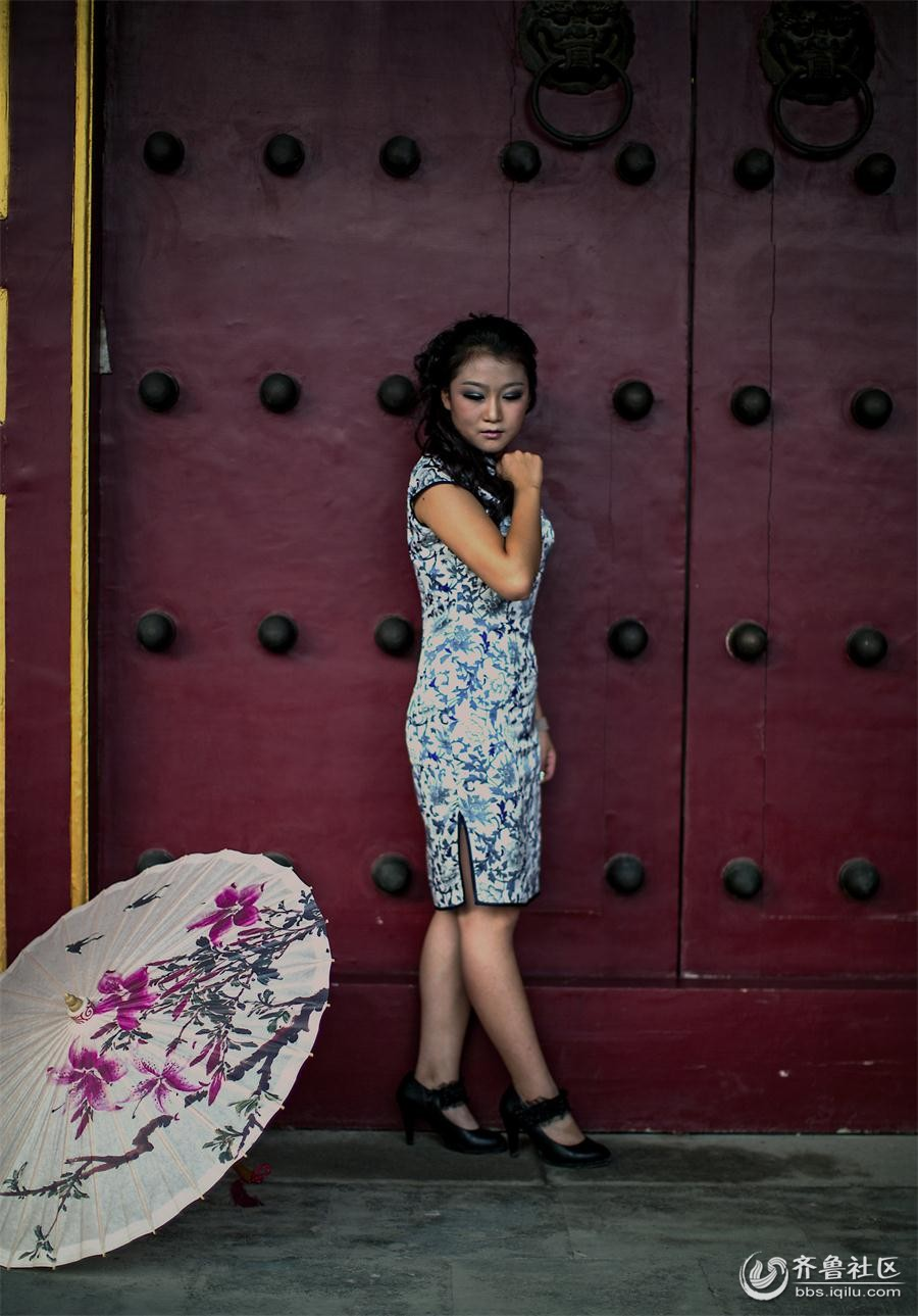 穿旗袍的少女