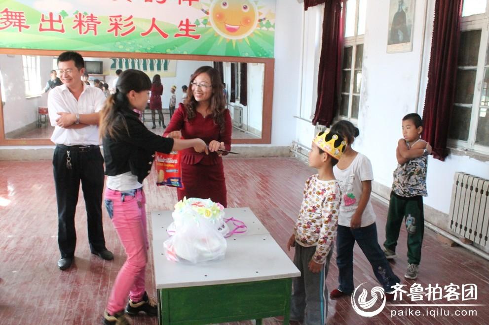 临邑站携手义工走进特教中心,再为聋哑儿童过生日