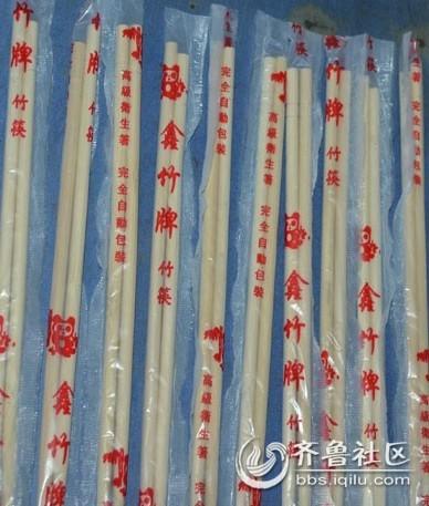 正常的一次性筷子会带有木香