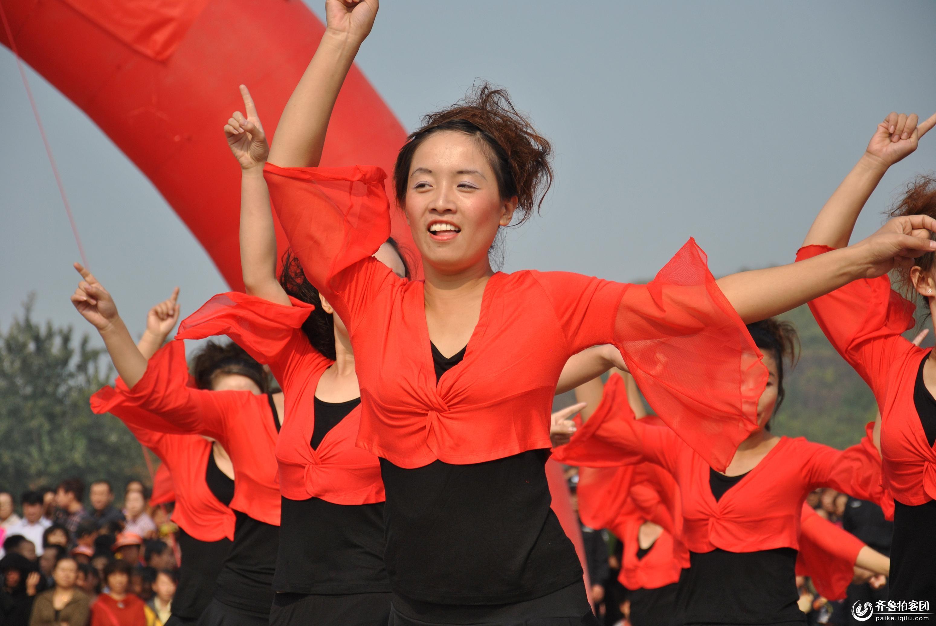 广场舞优美的舞姿