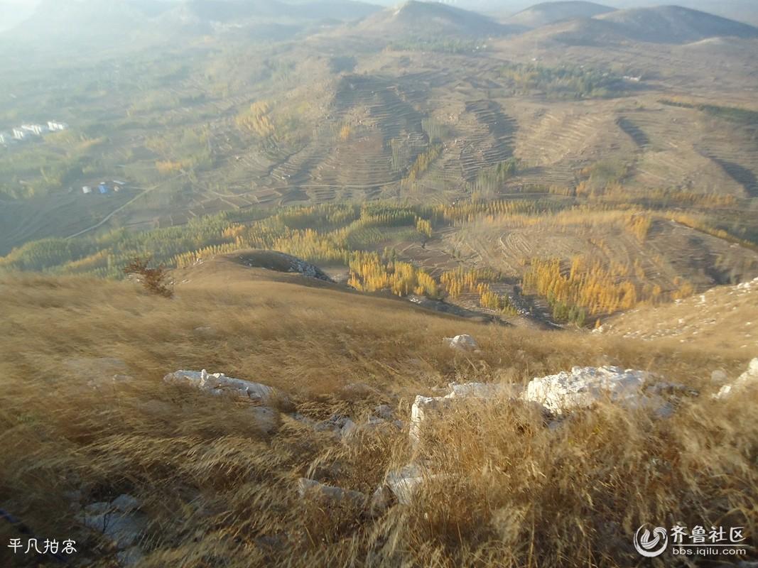 谷地的中部,在行政区划上属泗水三区(今圣水峪乡)小城子乡,军事