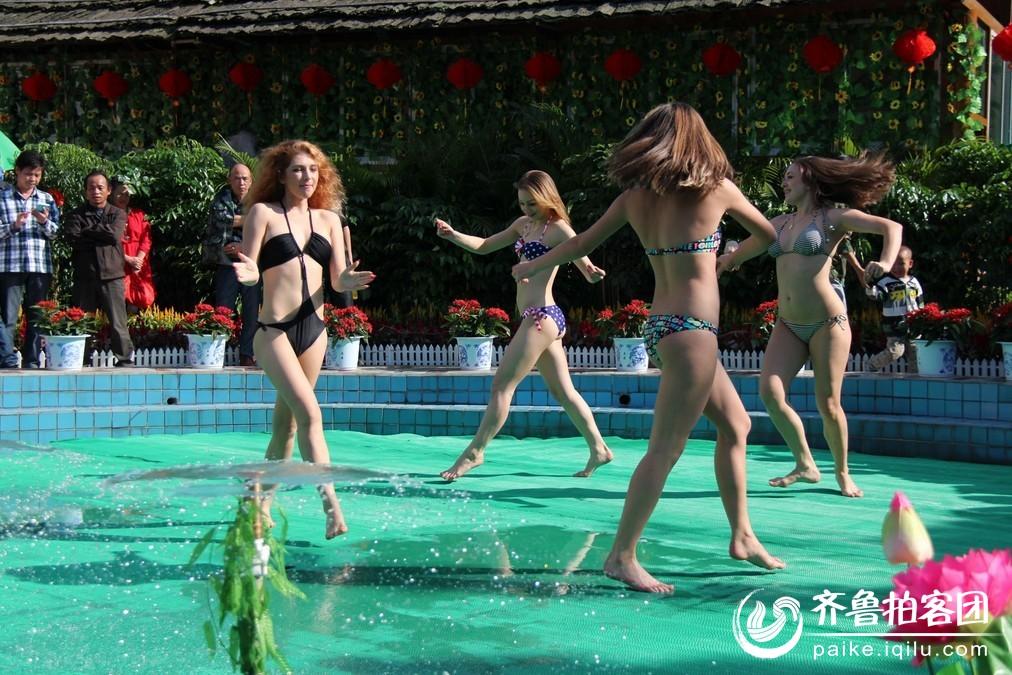 俄罗斯美女表演热舞