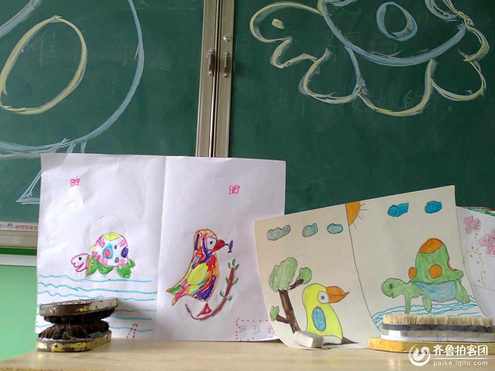 学生在学习绘画