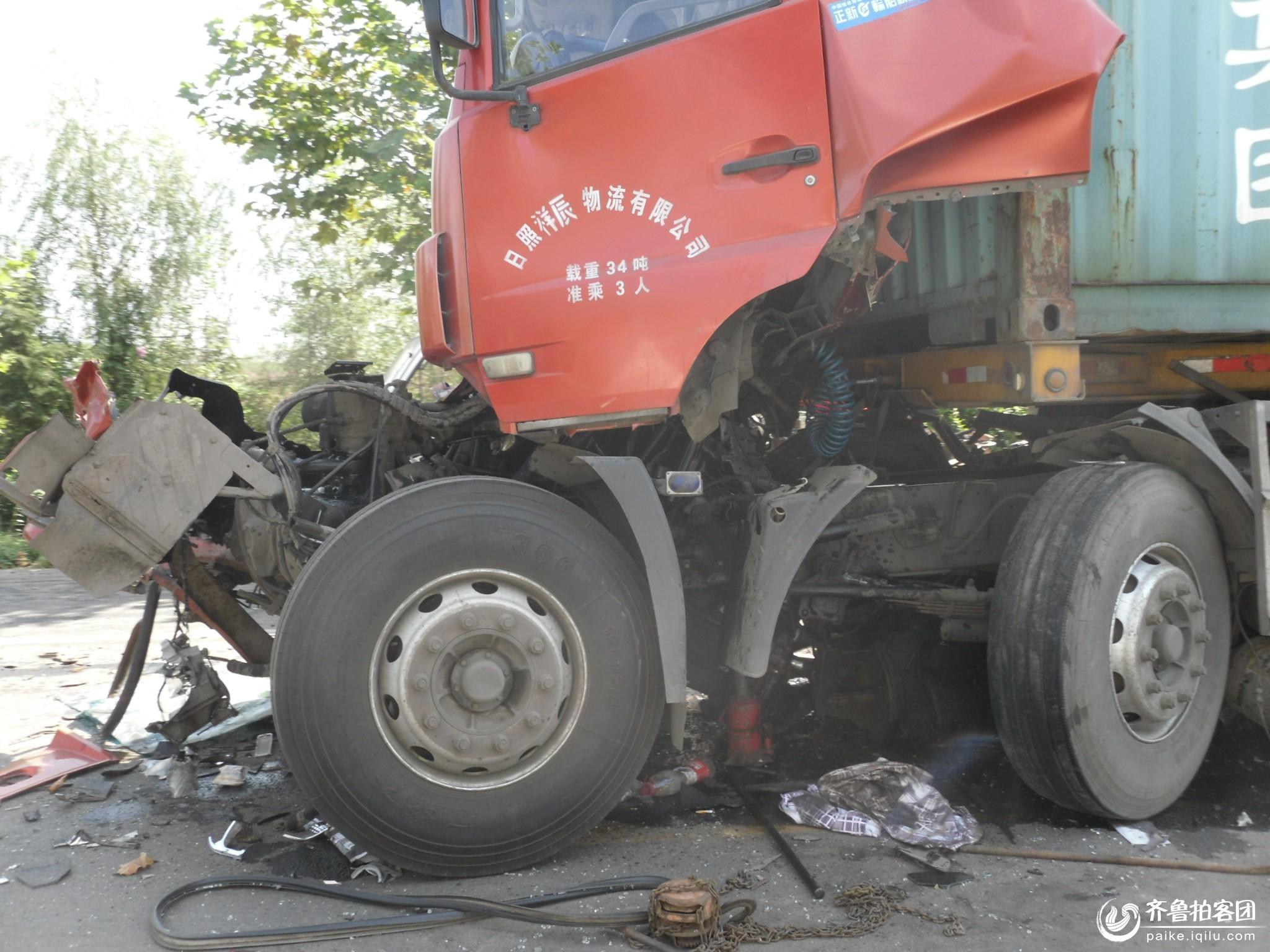 如此车祸 害人害己 希望开大车的朋友们不要横冲直撞 潍坊高清图片