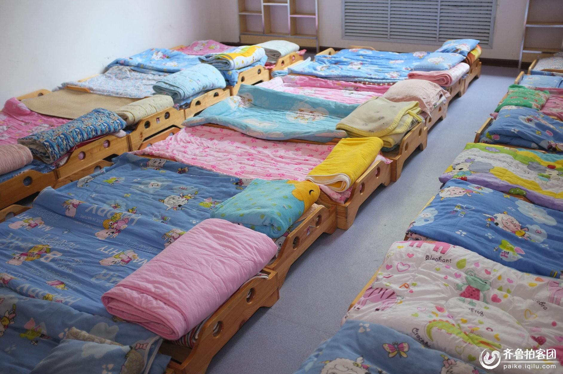 幼儿园小朋友的小床