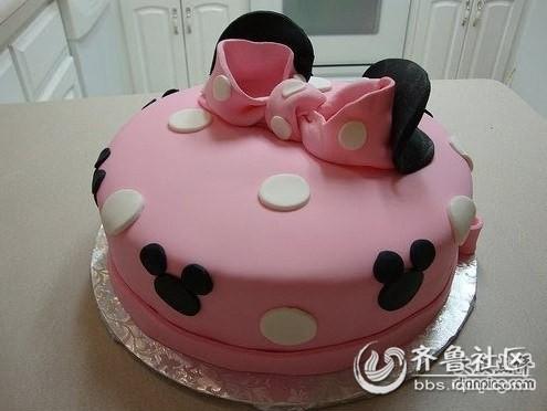 粉色,米奇,蝴蝶结,每一个东东都是女生们的最爱,看到如此可爱的蛋糕岂