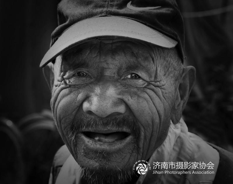村头偶遇的农村老人5x.jpg