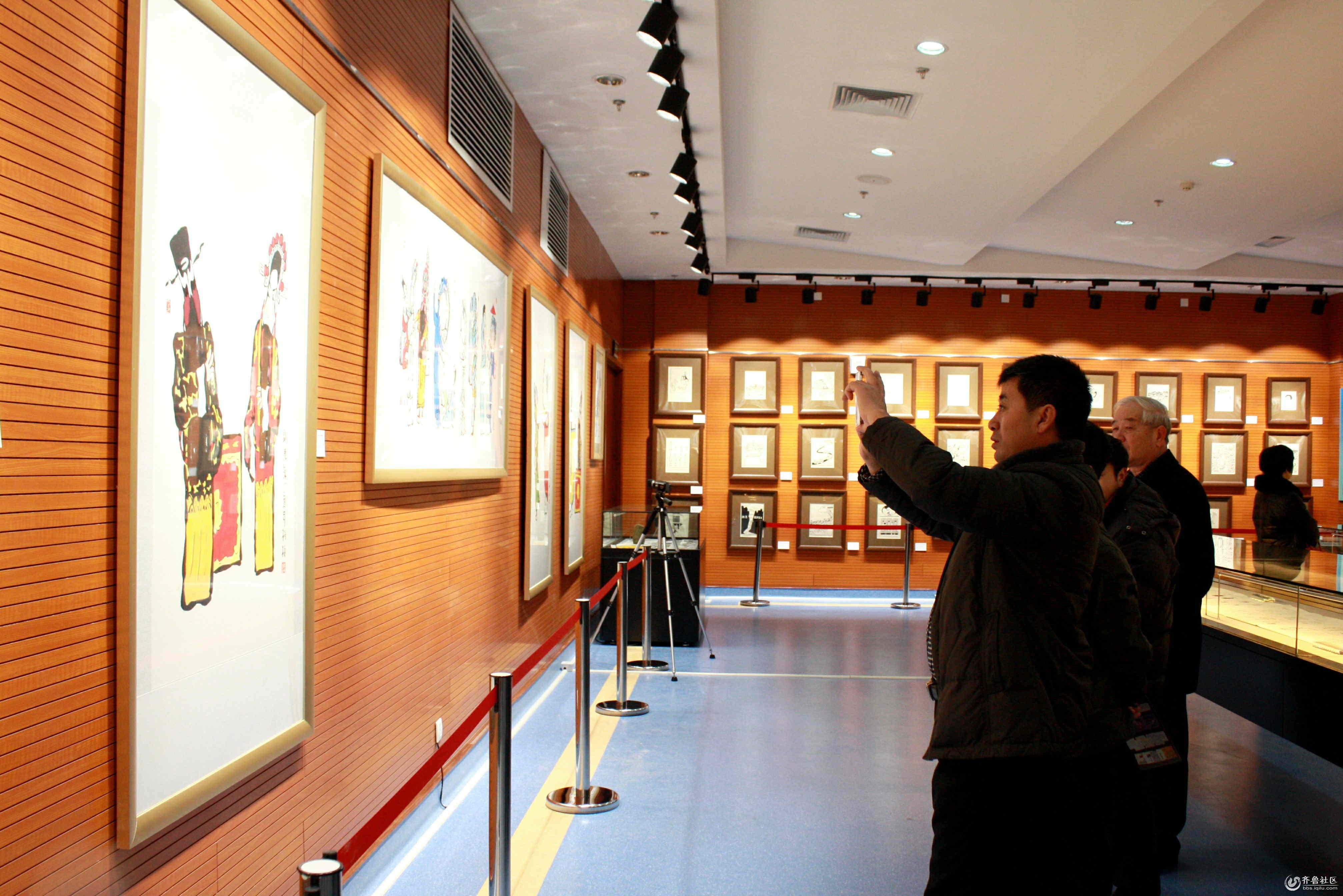 市民观看展览_看图王_看图王.jpg