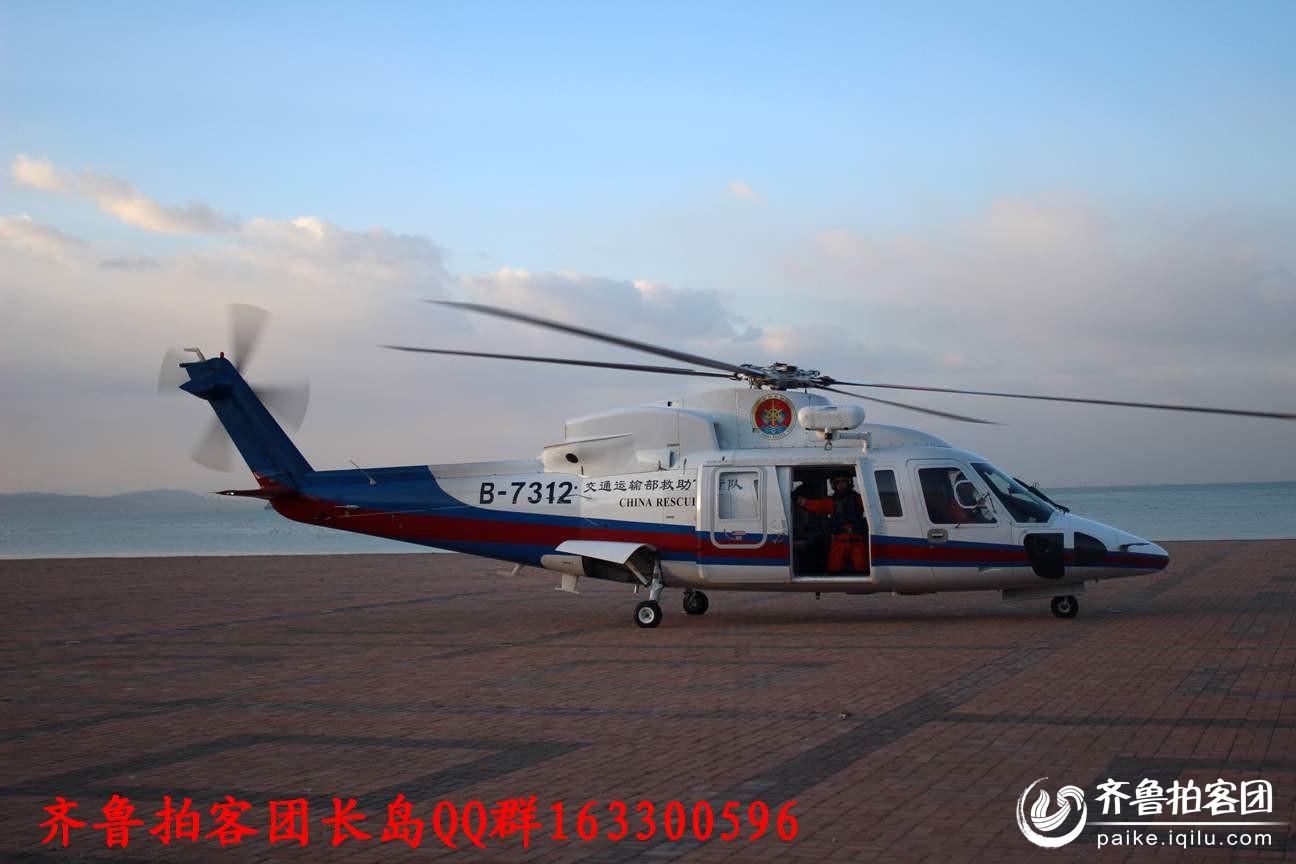 直升飞机降落,患者准备登机