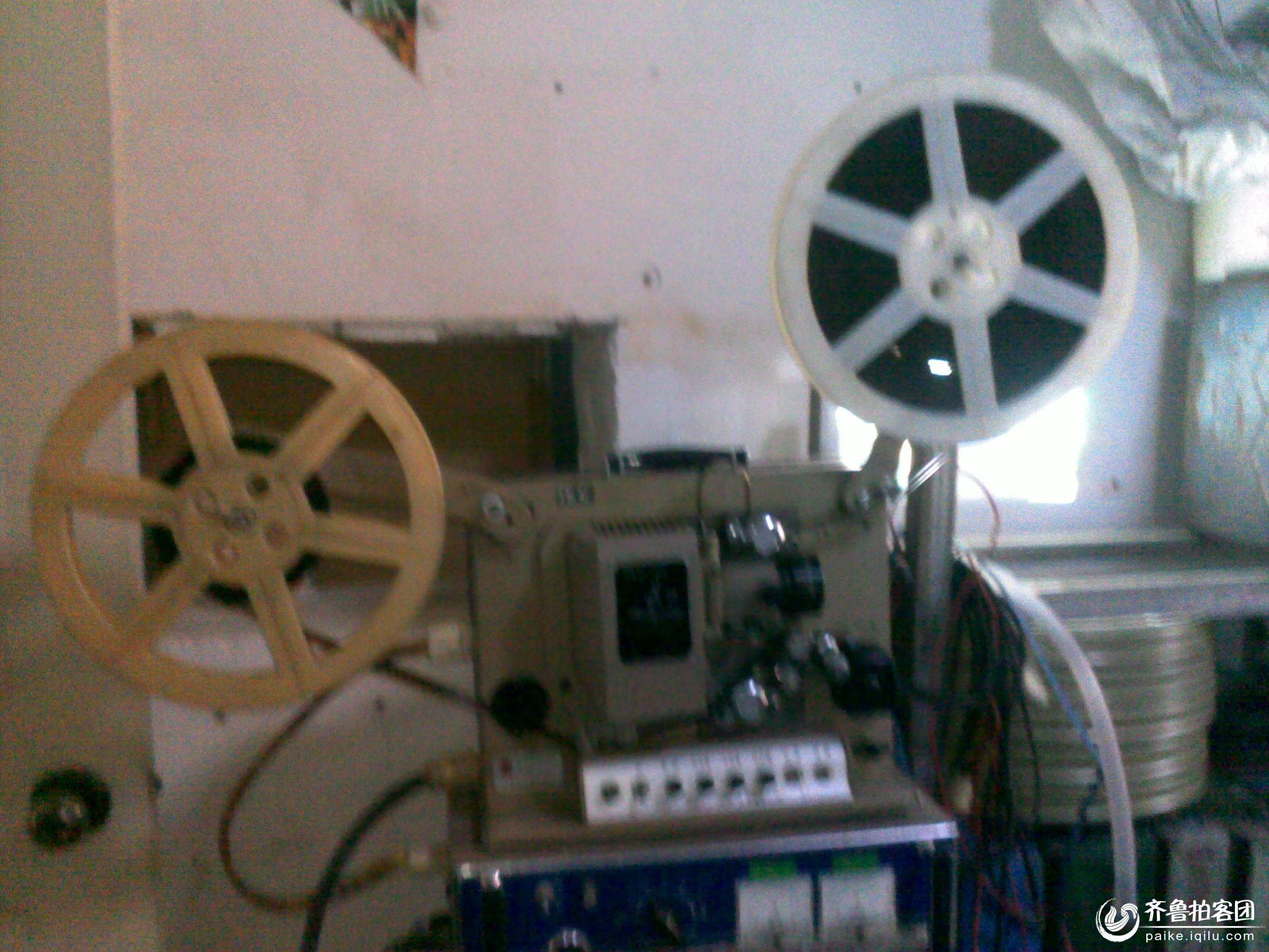 兖州拍客拍到的老式电影放映机