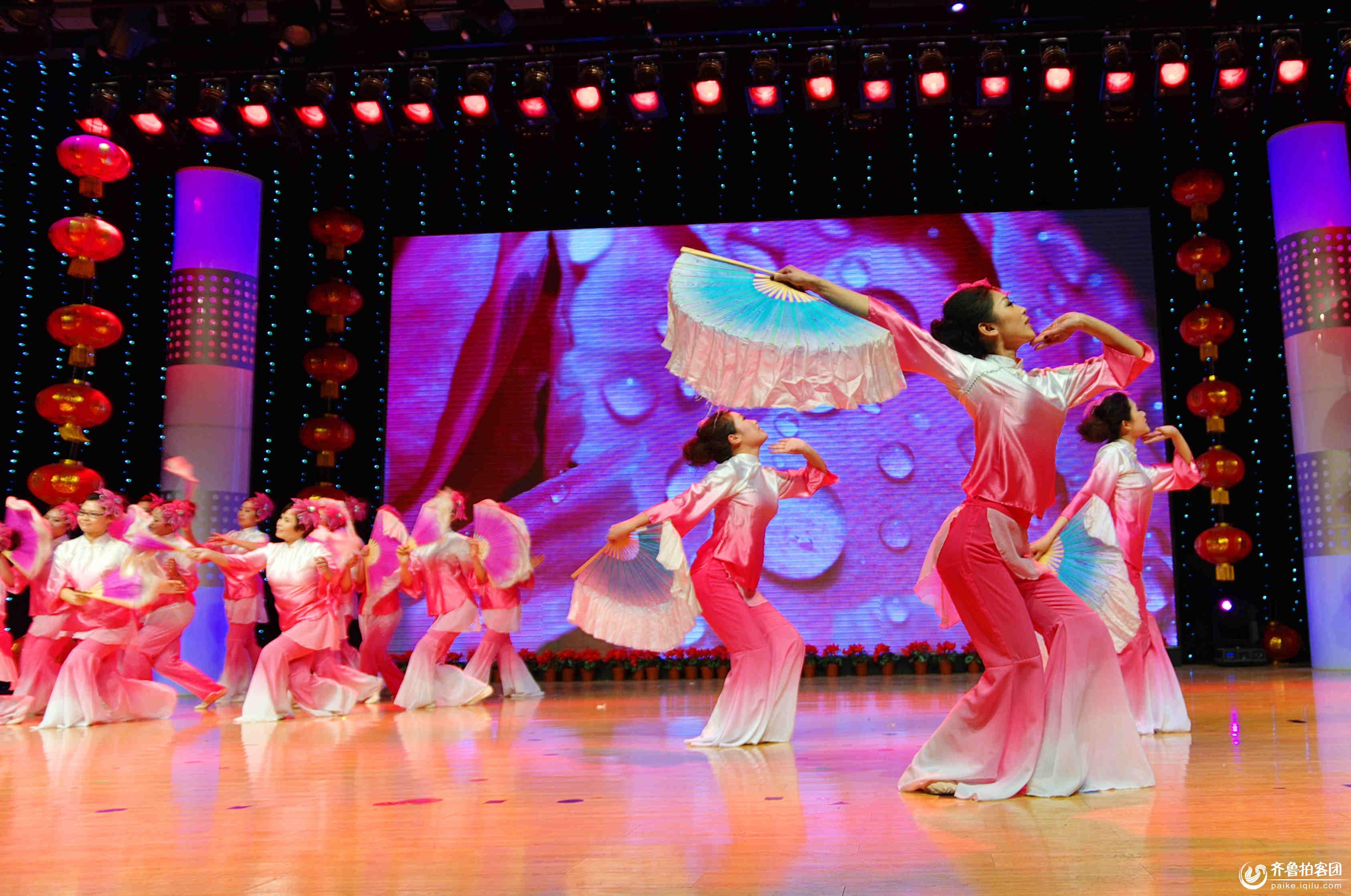 邹城市汝佳幼儿园2014年元旦文艺晚会隆重举行.
