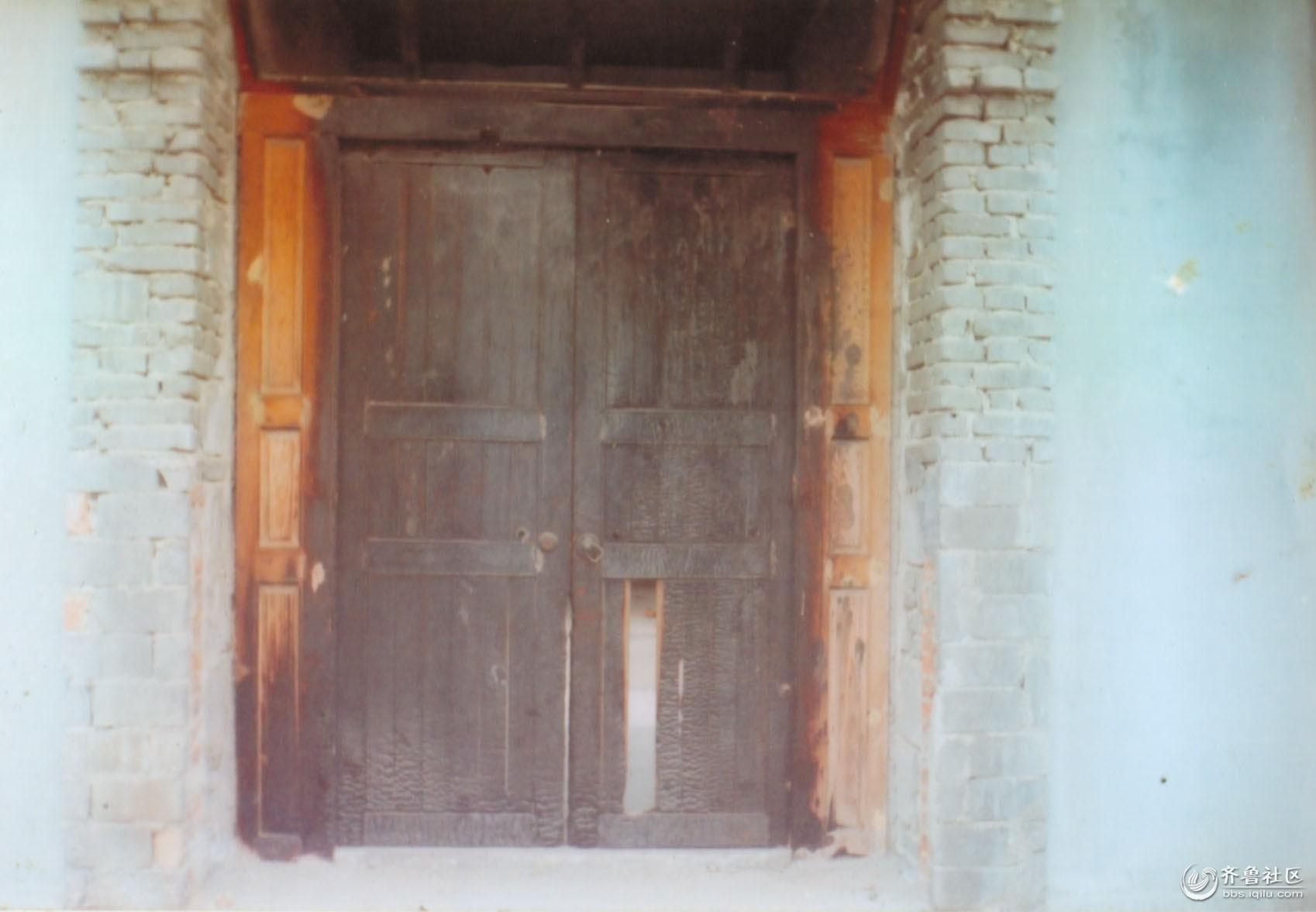 被烧毁的门.jpg