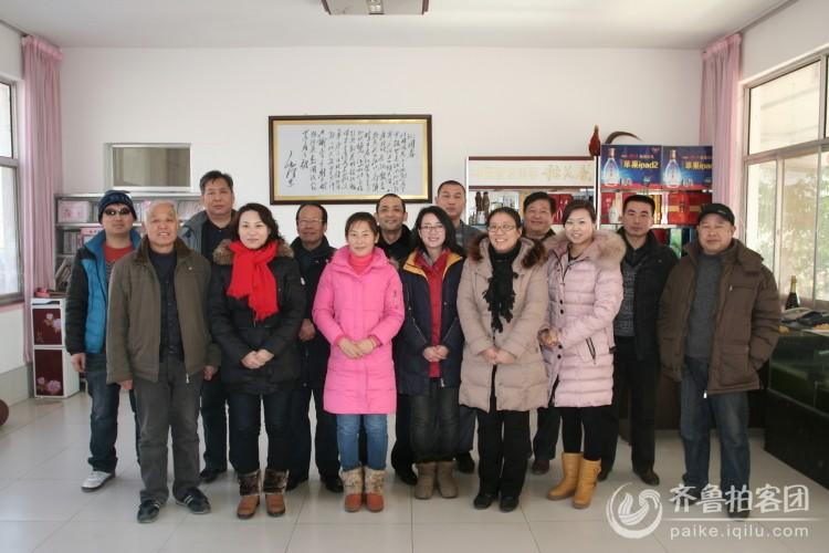 安丘拍客团赴兴安街道卅里村为乡亲拍全家福图片