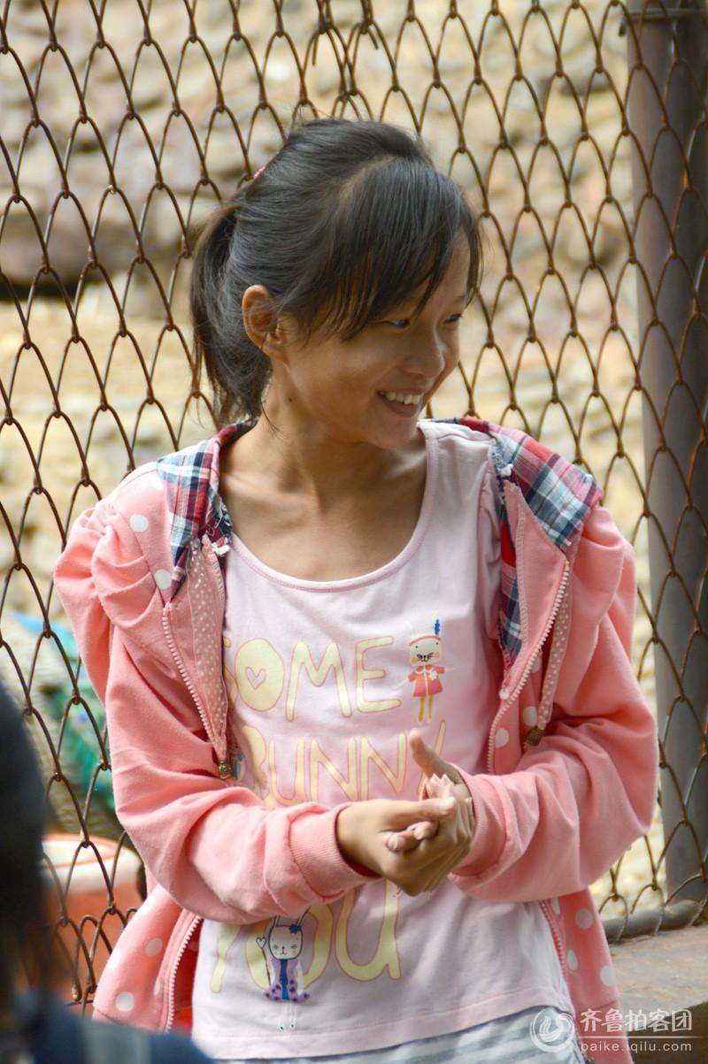 这是在鹤伴山动物园抓拍到的鑫媛开心笑脸