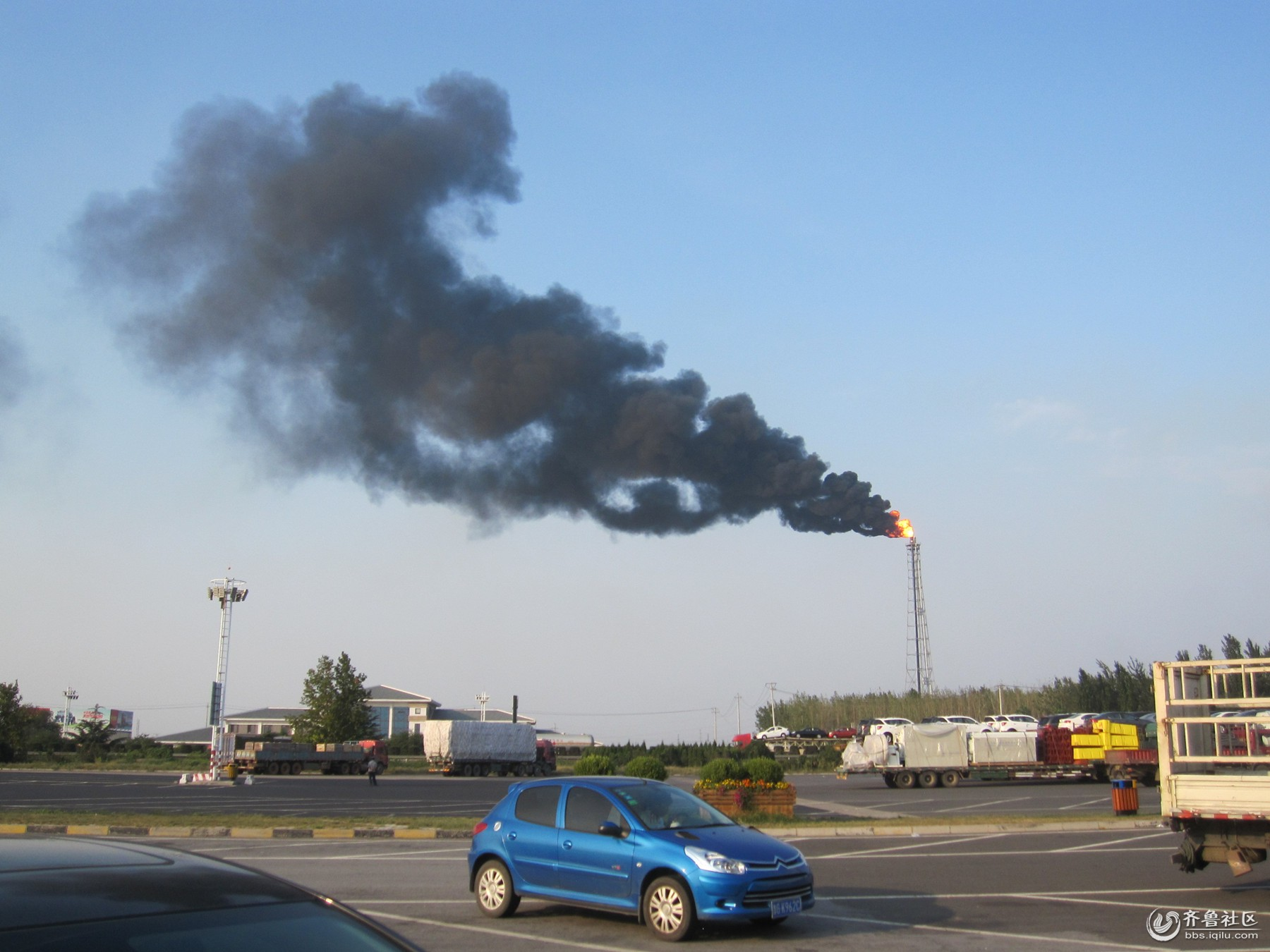 20180827 17时 青一州服务区正北约300--500米处一化工厂  污染排放