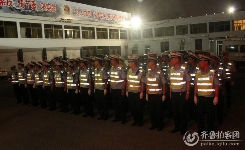 实拍:菏泽市区交警夜查酒驾