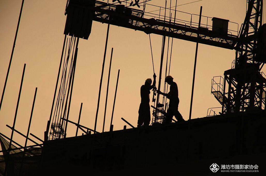 勤劳的建筑工人(剪影)