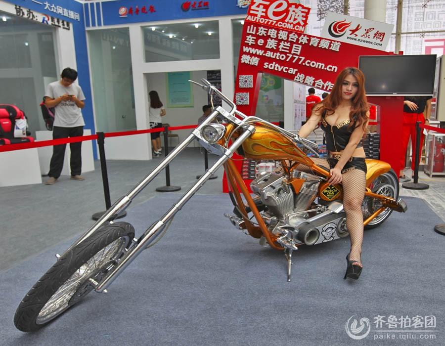 骑摩托车的美女 济南拍客