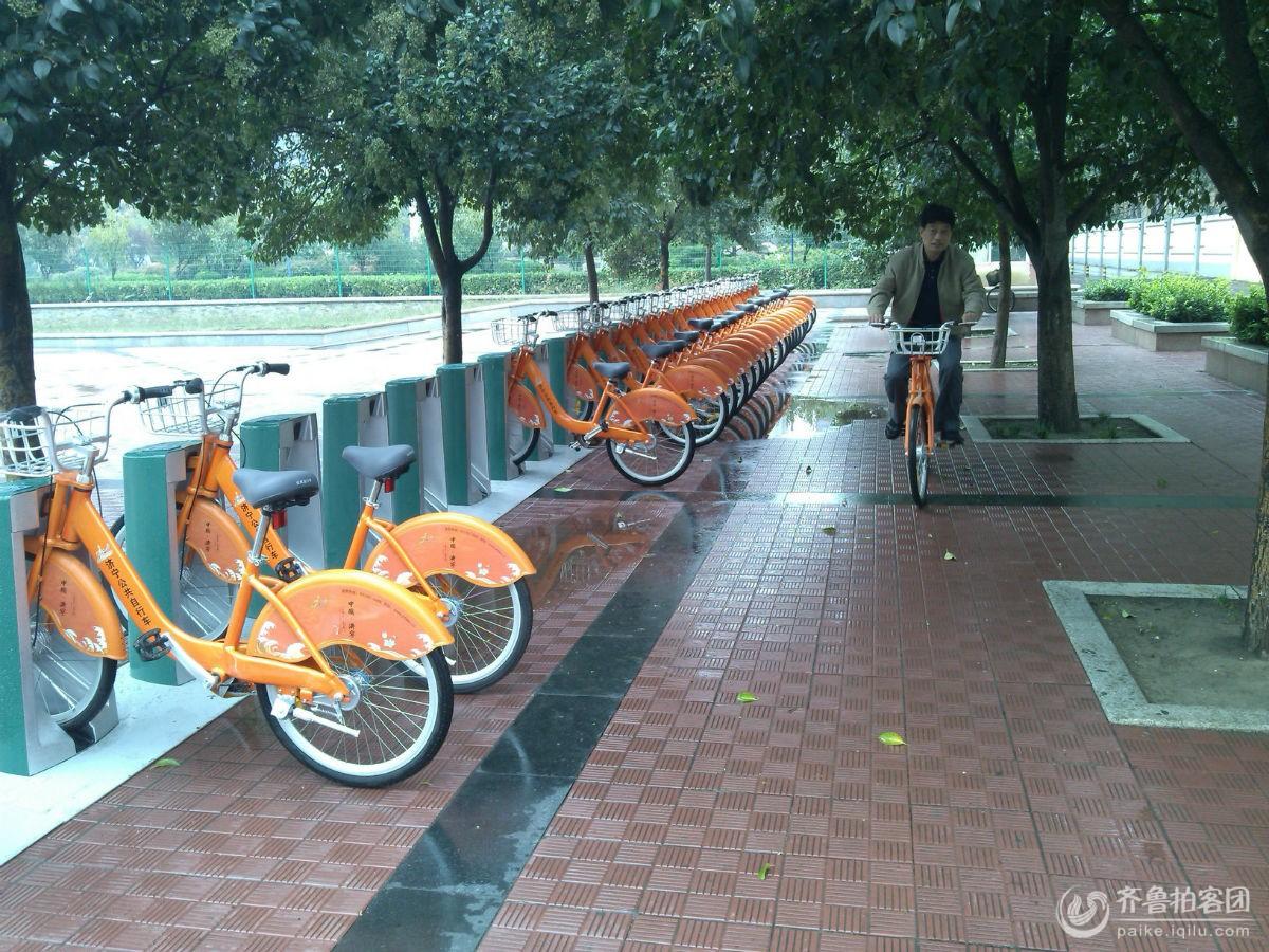 """济宁市区最靓丽的窗口:""""低碳""""公共自行车!"""