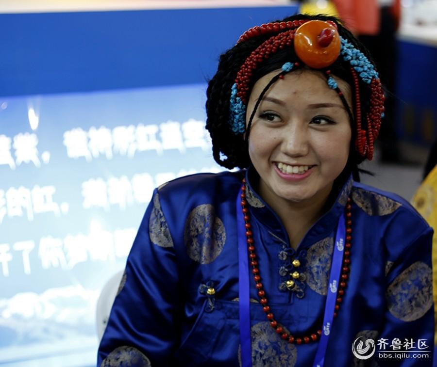农展会上美丽的藏族姑娘