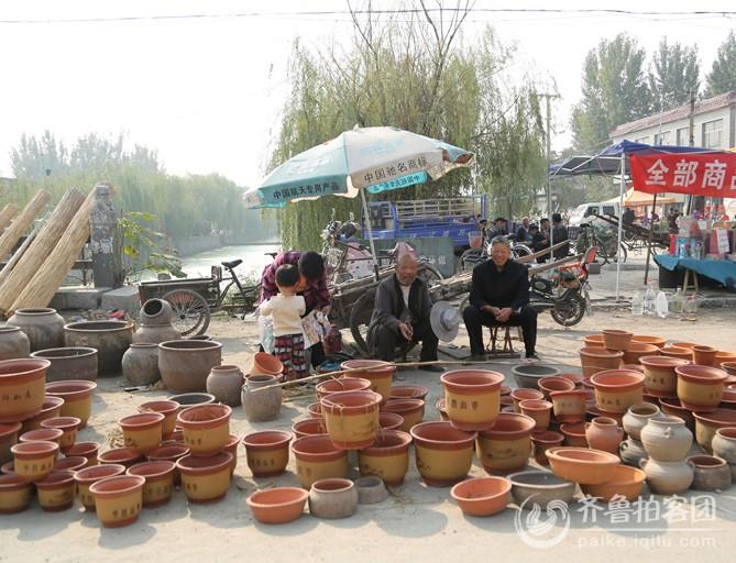 集市上的陶制品