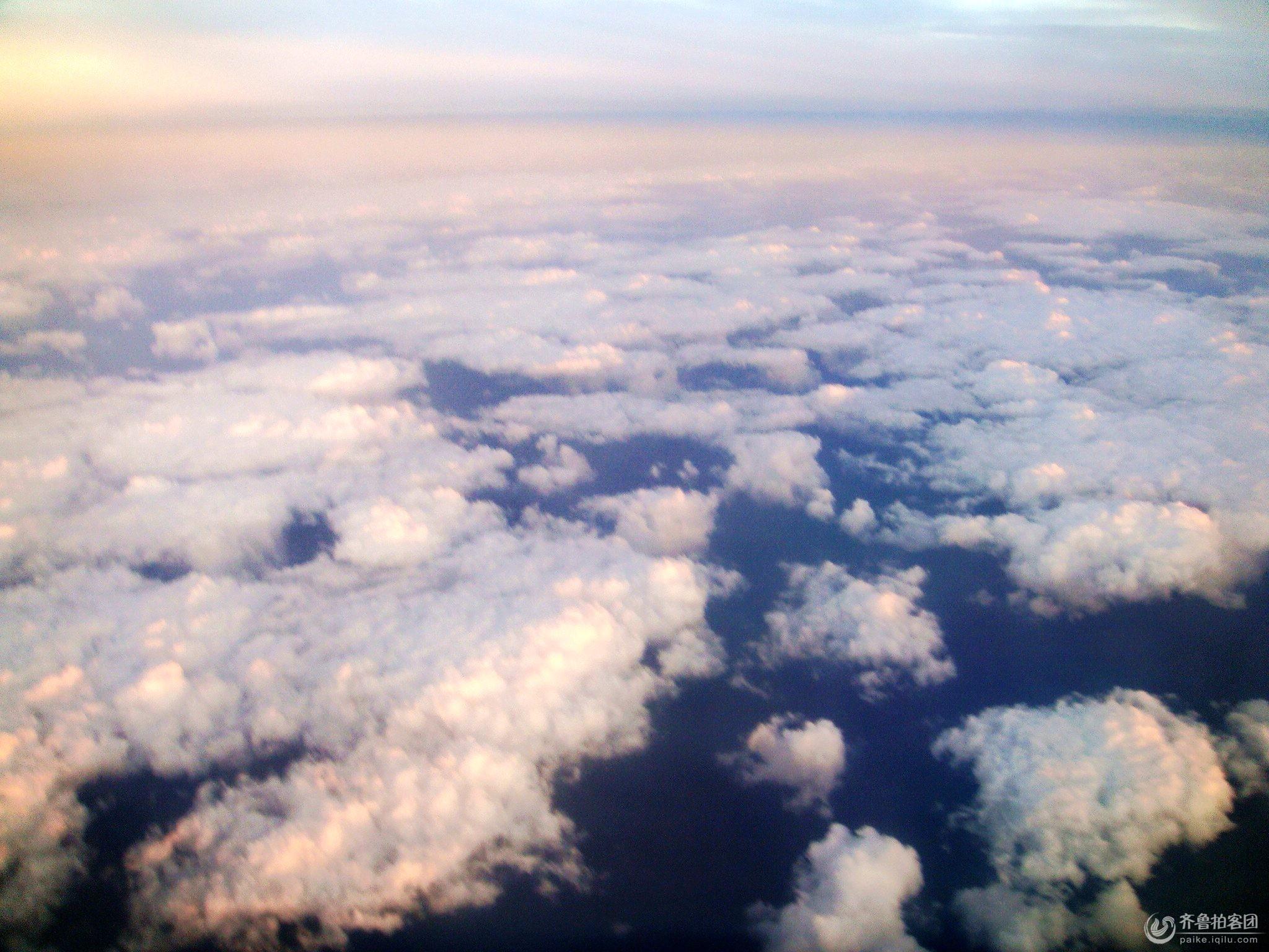 从飞机上看到天空中的云