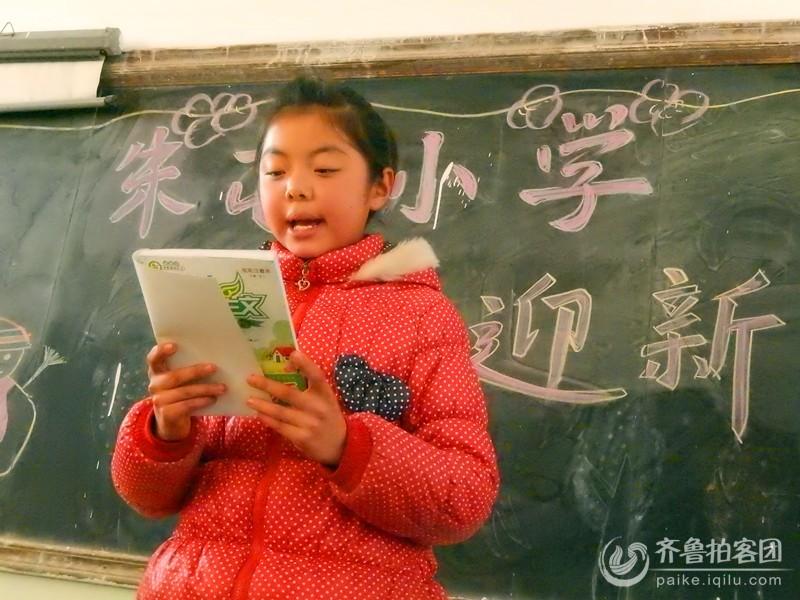 ...放寒假的散学典礼上对获奖的同学进行颁奖.迎新诗歌朗诵会的...