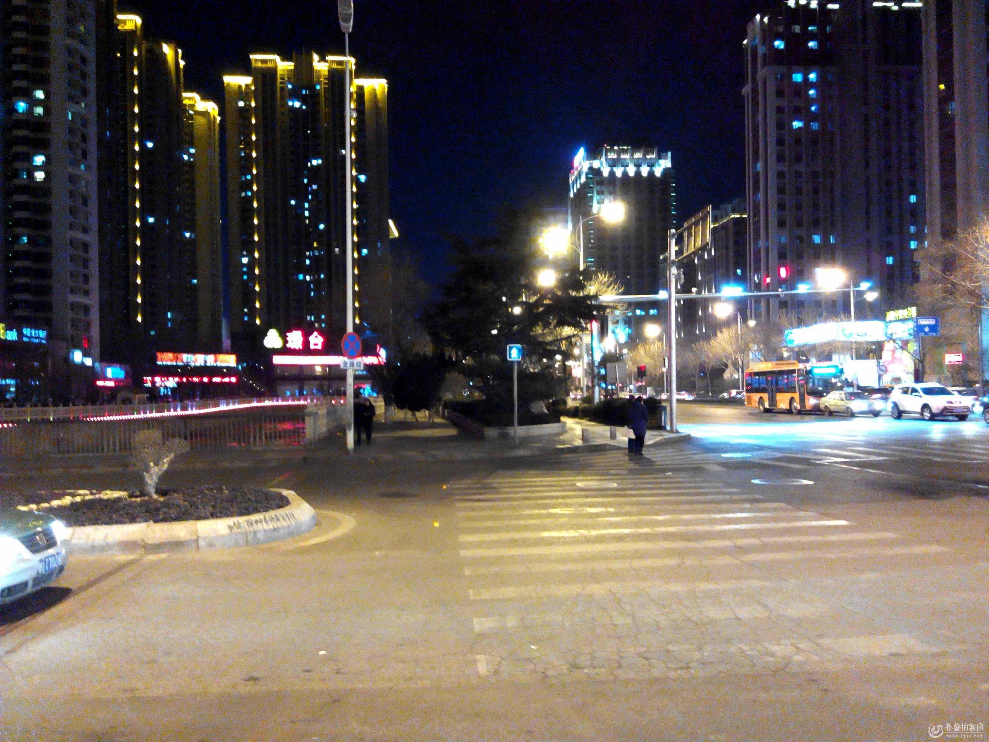 市区路口夜景 摄影 瞩远 - 青岛拍客 - 齐鲁社区 - 最